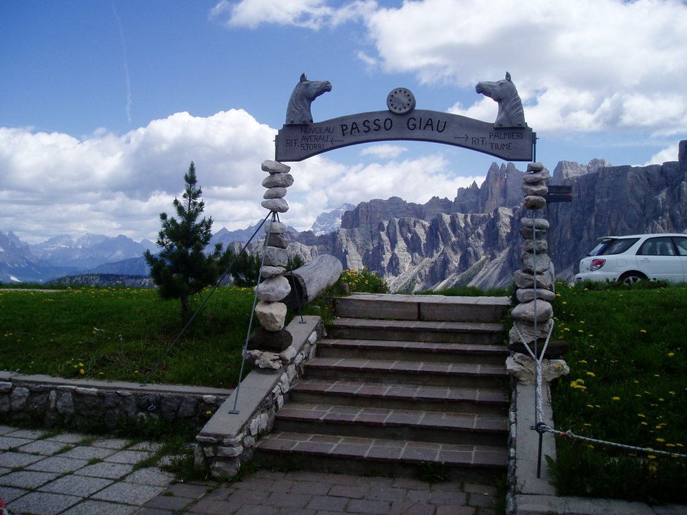 passo giau cycling in italy