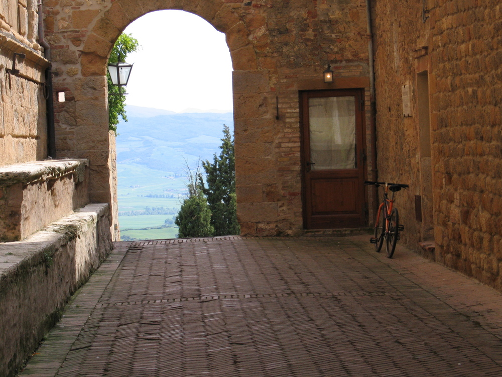 cycling in italy, pienza