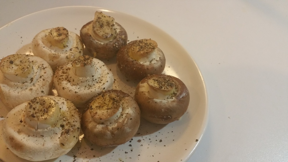 Easy airfried mushrooms with butter, salt and black pepper