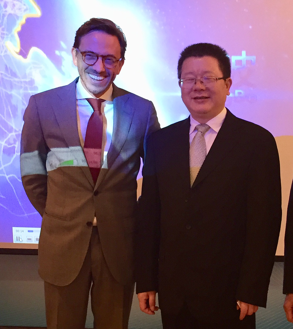 Mr Michael vd Jagt, Parx Plastics and Mr Zheng Chuantong, Mayor of the city of Yuyao