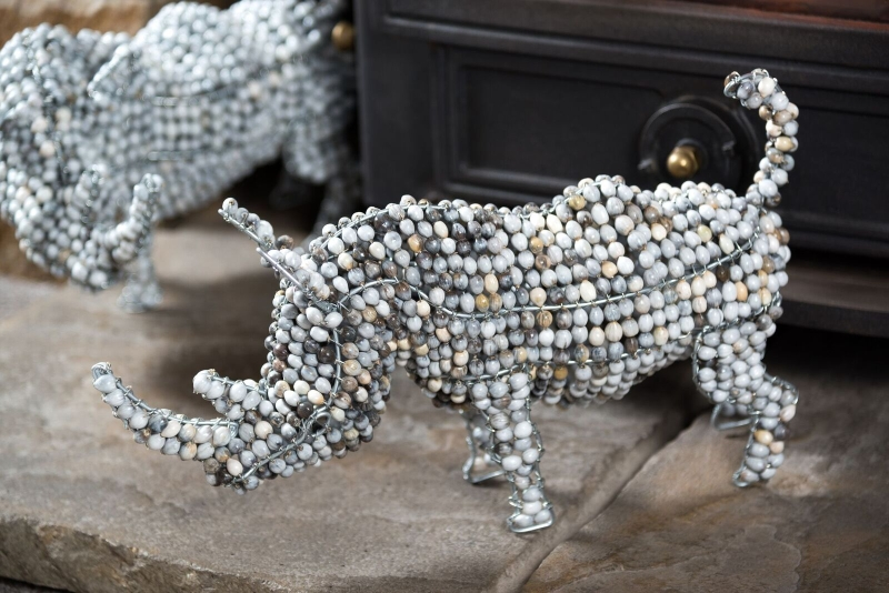 AN15 - Zulu Pearl Beaded Rhino