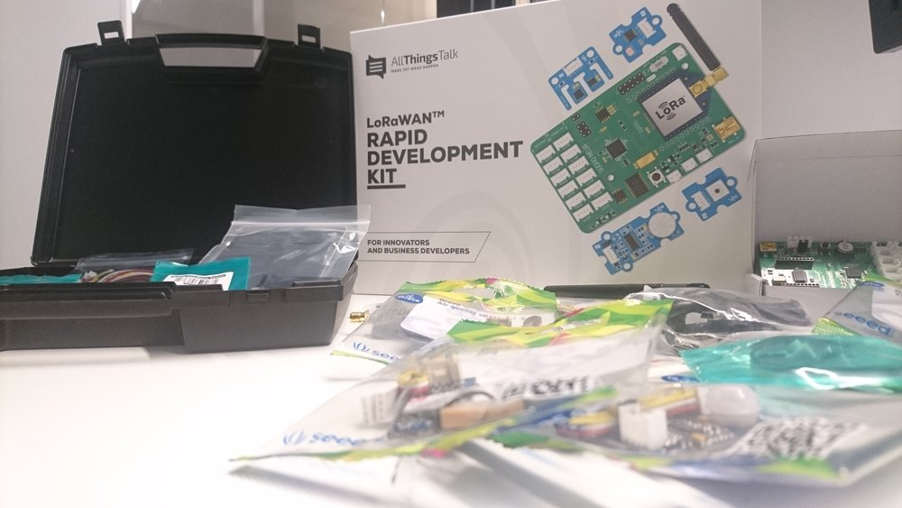 the LoRaWan Rapid Development Kit : for innovators and business developers (hey, that' us !!)
