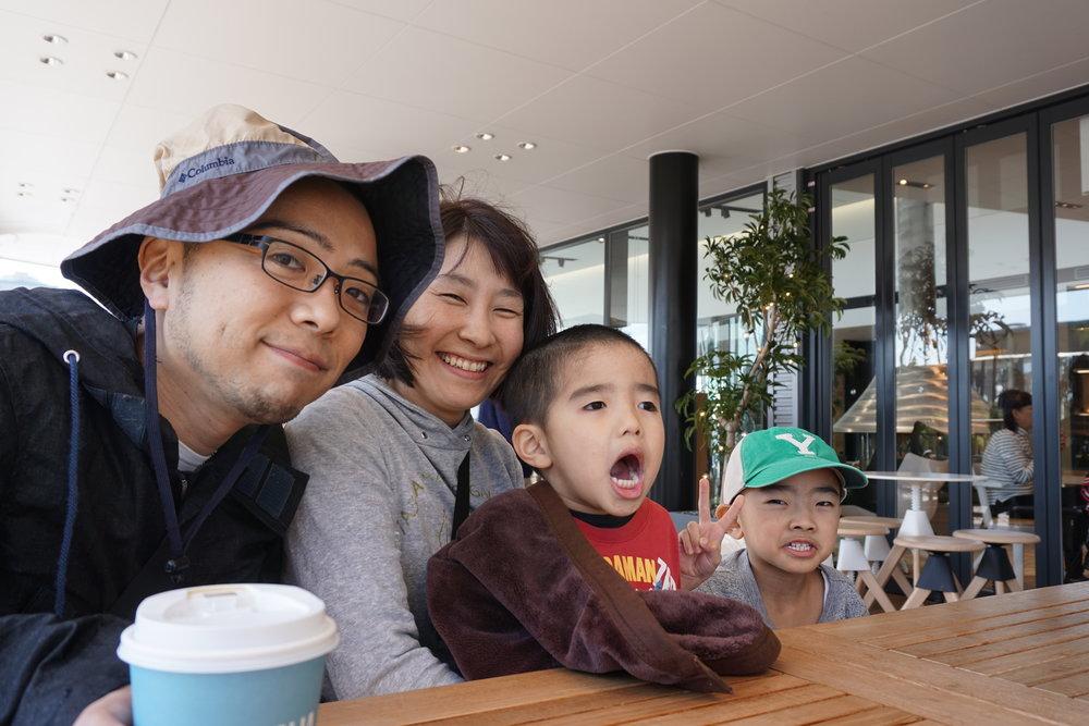 川野さん一家。お子さんが元気です