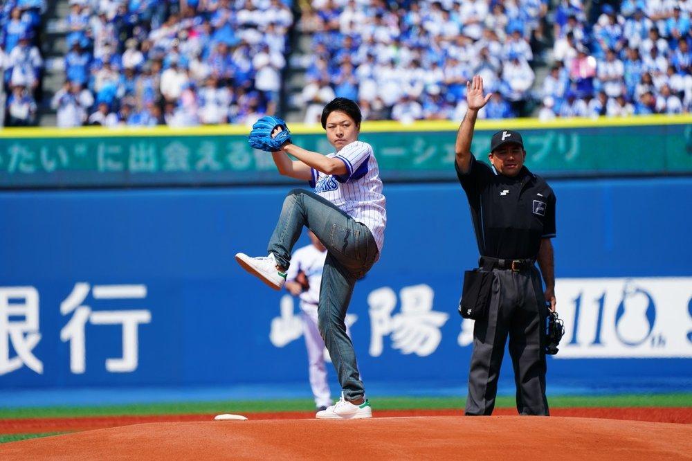 投球前は緊張されていましたが、満員の観客がいる中で無事投球する事ができました。