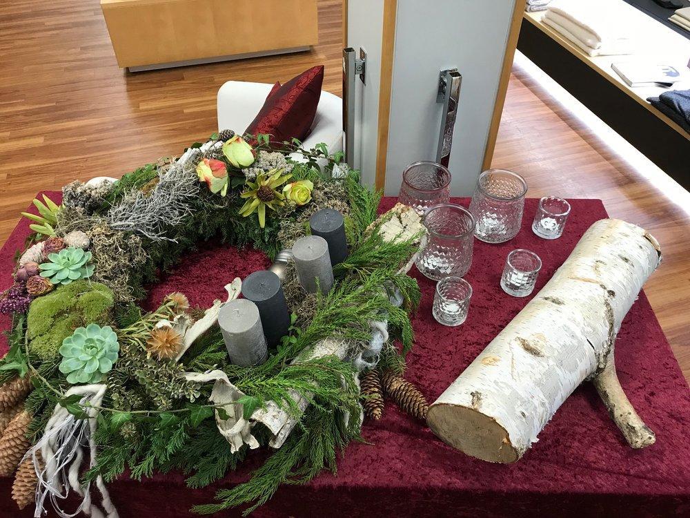 Wir wünschen ALLEN KUNDEN eine schöne Adventszeit - unsere Frau Baumann hat wieder einen wunderschönen Adventskranz für den Verkaufsraum gemacht - Vielen Dank!