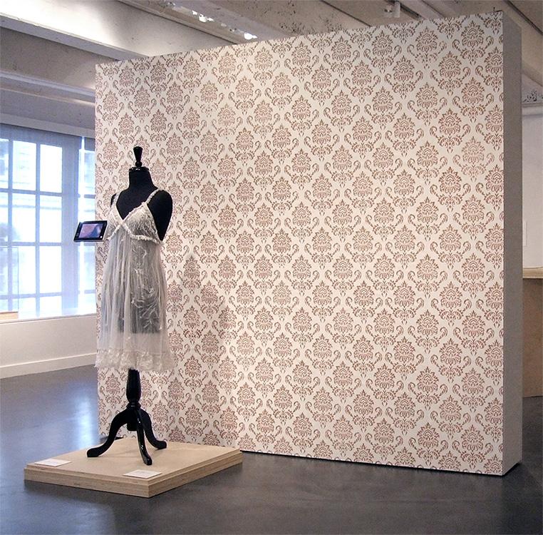 Peel off wallpaper trousseau laura splan