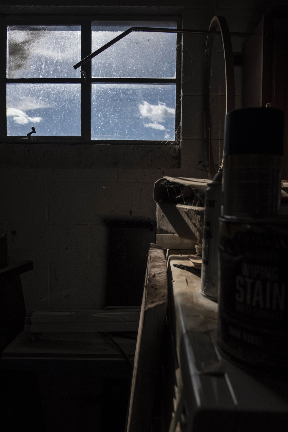 I love a dusty carpentry space. My dad's been a carpenter his whole life and the smell of sawdust is so nostalgic.
