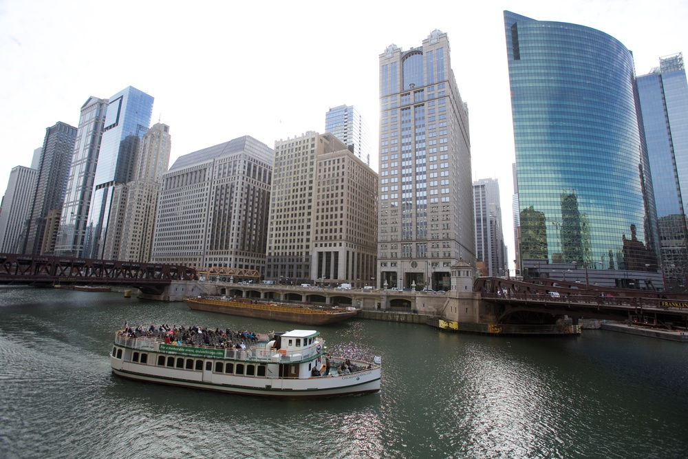 Excursion boat on the chicago river