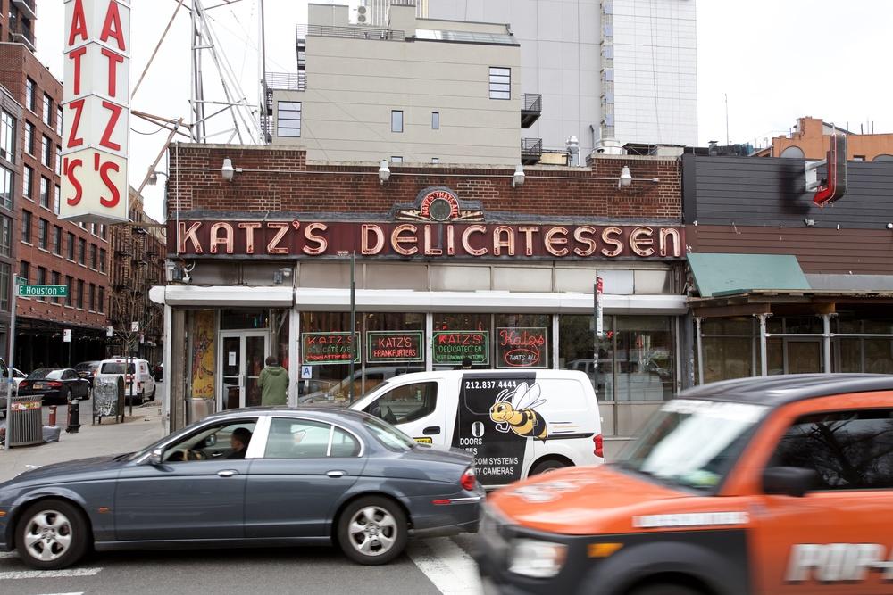 KATZ'S DELICATESSEN AT THE CORNER OF HOUSTON AND LUDLOW STREETS
