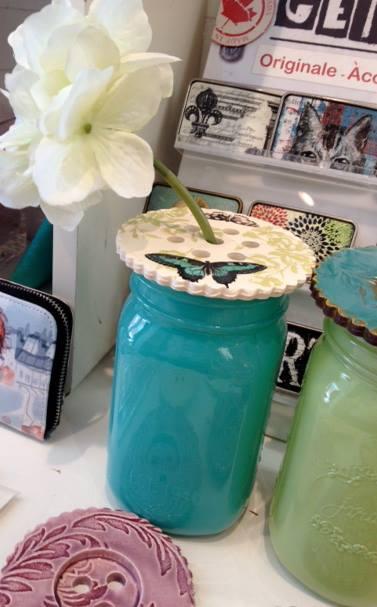 Pots masson avec couvercle céramique en formes de boutons pour mettre des fleurs ou des bougies