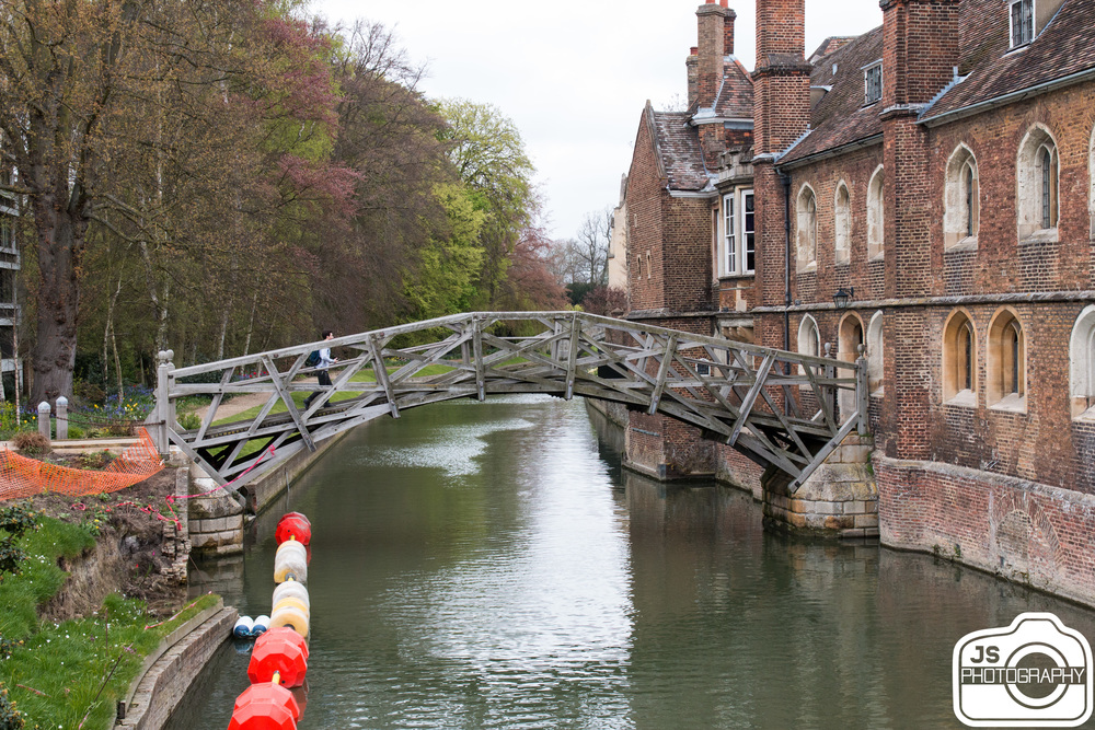 The famous mathematical bridge.I t is composed entirely of straight timbers. The bridge connects the two parts of Queen's College