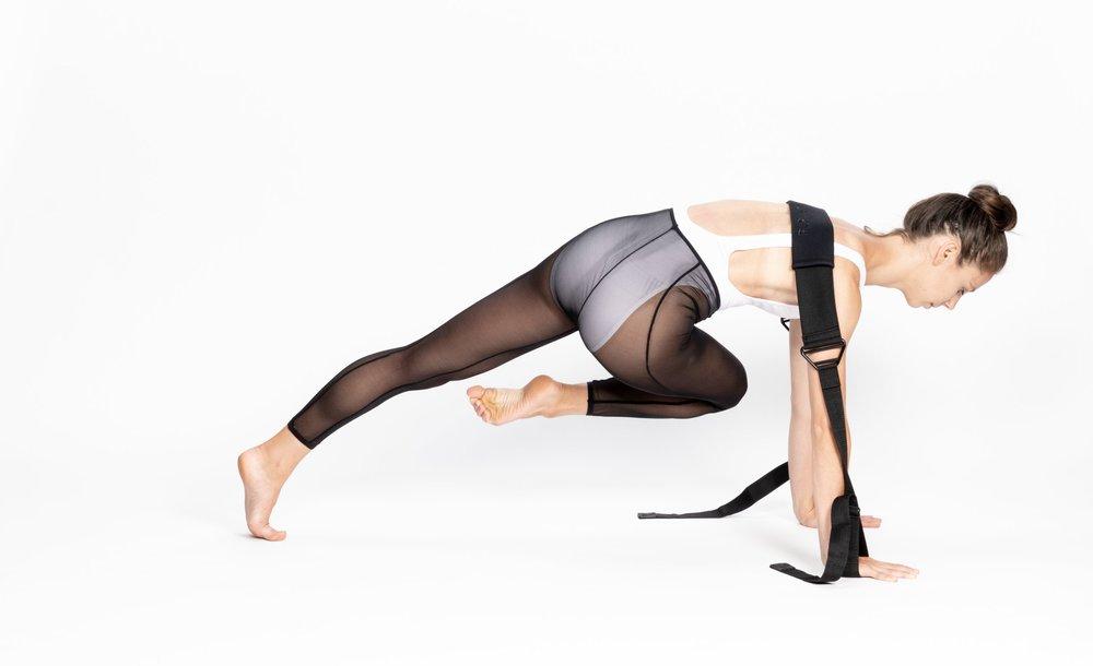 Rein Short - Yoga - Flexistretcher knee to opposite elebow