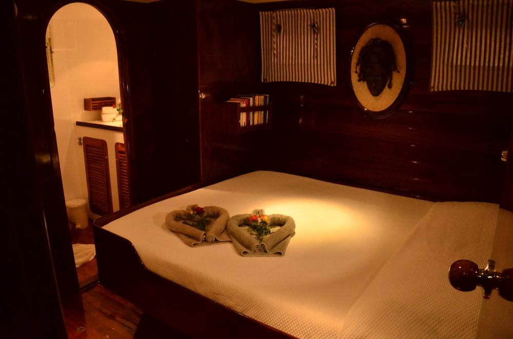 Guest room aboard Perola