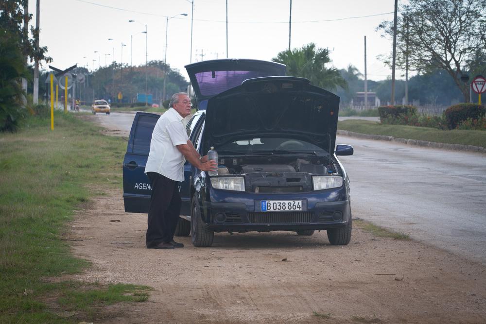 Lazaro waiting for the radiator to cool down, Ciego de Avila, Cuba