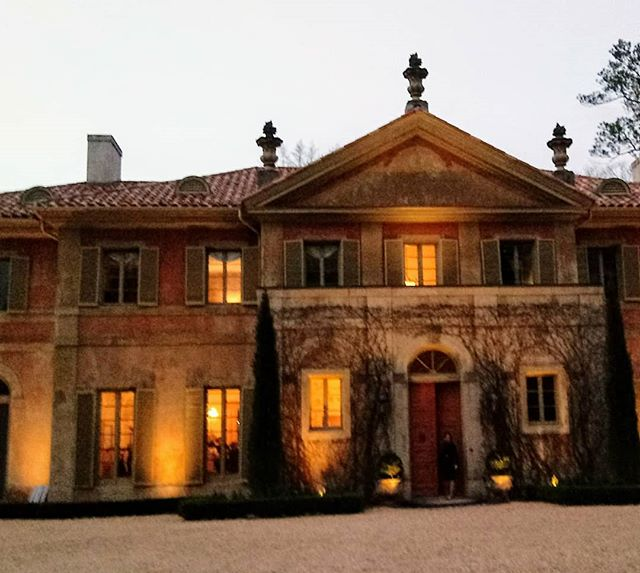 Fun evening closing out the #designinfluencersconference at this fab estate. . . . . #design #decor #homedesign #homedecor #estate #party #interiordesign #architecture