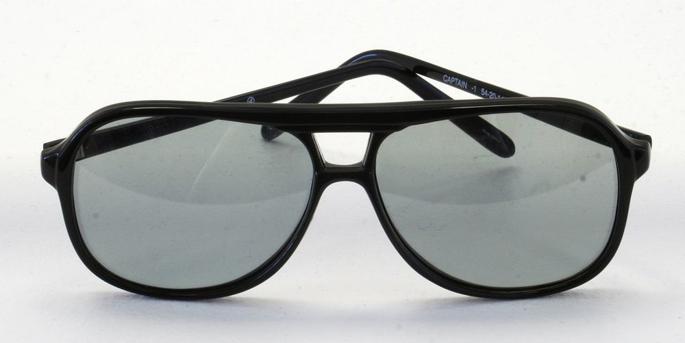 1280px-Circularly_polarized_glasses.jpg