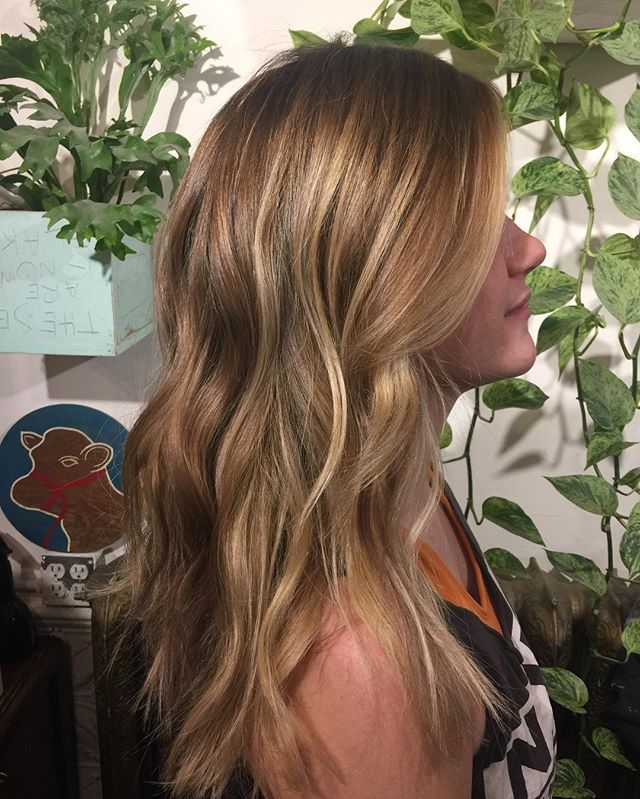 Added some depth at the root and balayage highlights and low lights to soften it for winter @thenatzmeowhair call to book asap shes almost fully booked up to December 22 #balayage#colormelt#livedinhair#blond#blonde#framarint#wellahair#yvr#vancouverhair#livedincolor#sombre#ombre#babylights