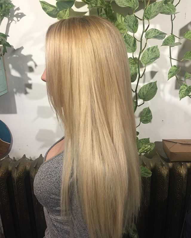 Makeover makeover ! My client came in with above the shoulder copper bob ... 5 hours later a million highlights balayage and tape in extensions ... #balayage#makeover#blond#blonde#tapeinextensions#extensions#wellahair#rootshade#babylights#highlights#colorist#colorcorrection#yvr#vancouverhair