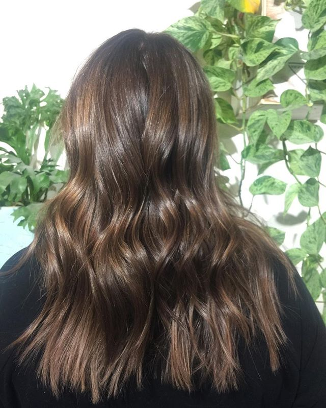 Rich dimensional color for winter hey guys @thenatzmeowhair is on vacation December 22-27 January 4-18 book now asap #wellahair#colorist#dimensional#color#brown#balayage#babylights#yvr#vancouver