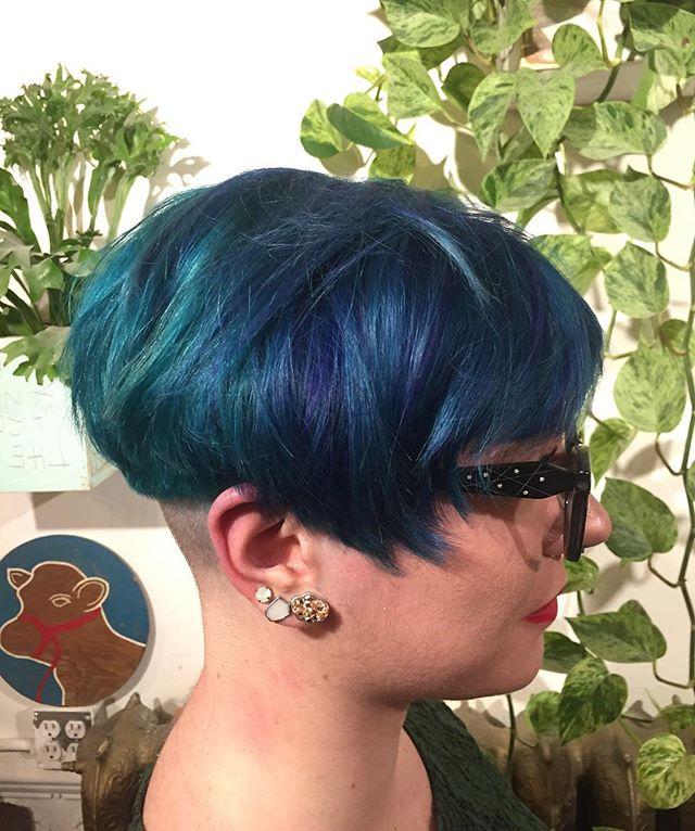 Aquamarine bowl cut by @mane__mami ⚡️⚡️⚡️#aquamarine#bluehair#greenhair#purplehair#undercut#bowlcut#yvr#hair#hairstylist#pravana#pravanavivids#pravanapastels