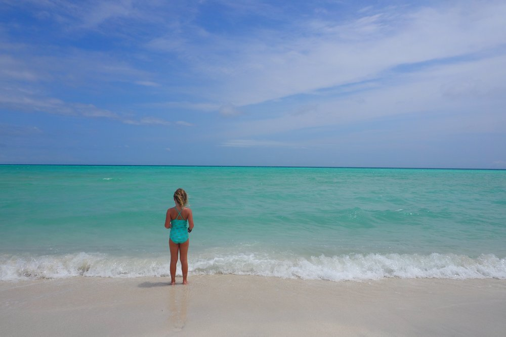 Unfiltered! Amazing Budget beaches at Thulusdhoo Island in the Maldives! It's affordable!