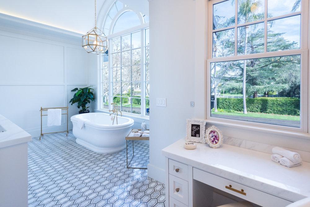 53 Master Bath.jpg