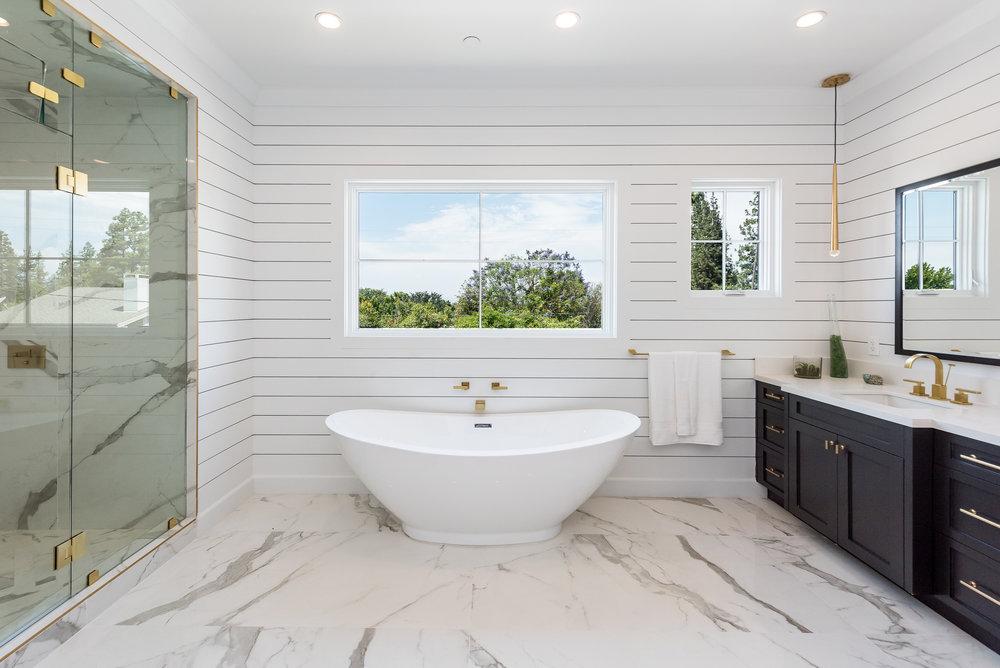 114 Master Bath.jpg