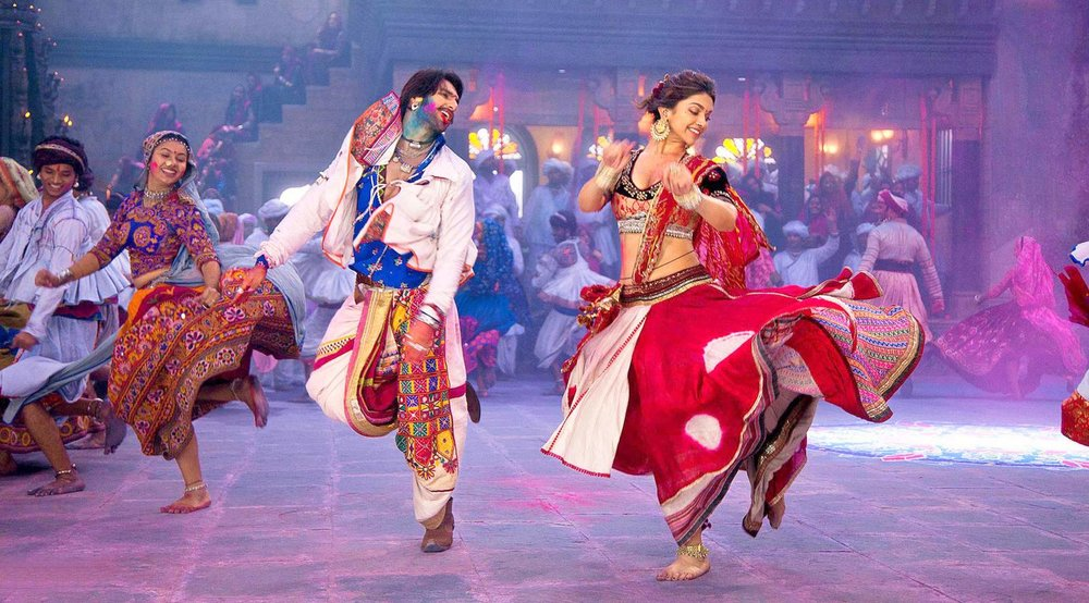 Ranveer-and-Deepika-Playing-Dandiya-in-Ram-Leela-Movie-001.jpg
