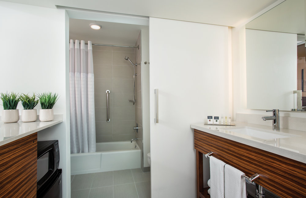 Grand_Naniloa_Hotel_Bay_View_Queens_Bathroom.jpg