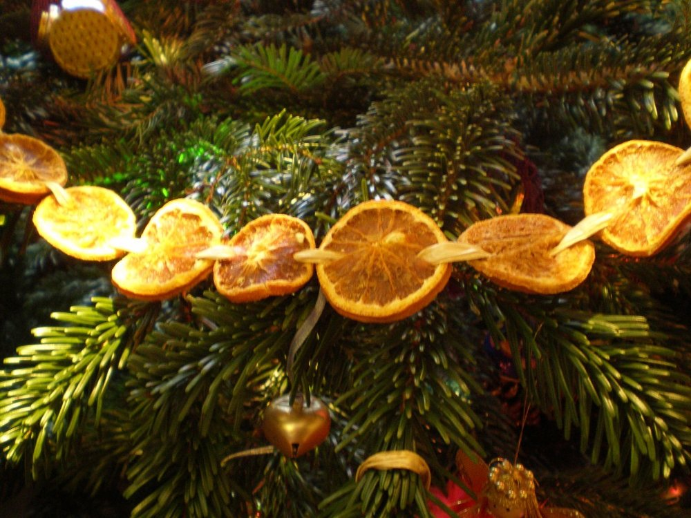 orange slice garland.jpg