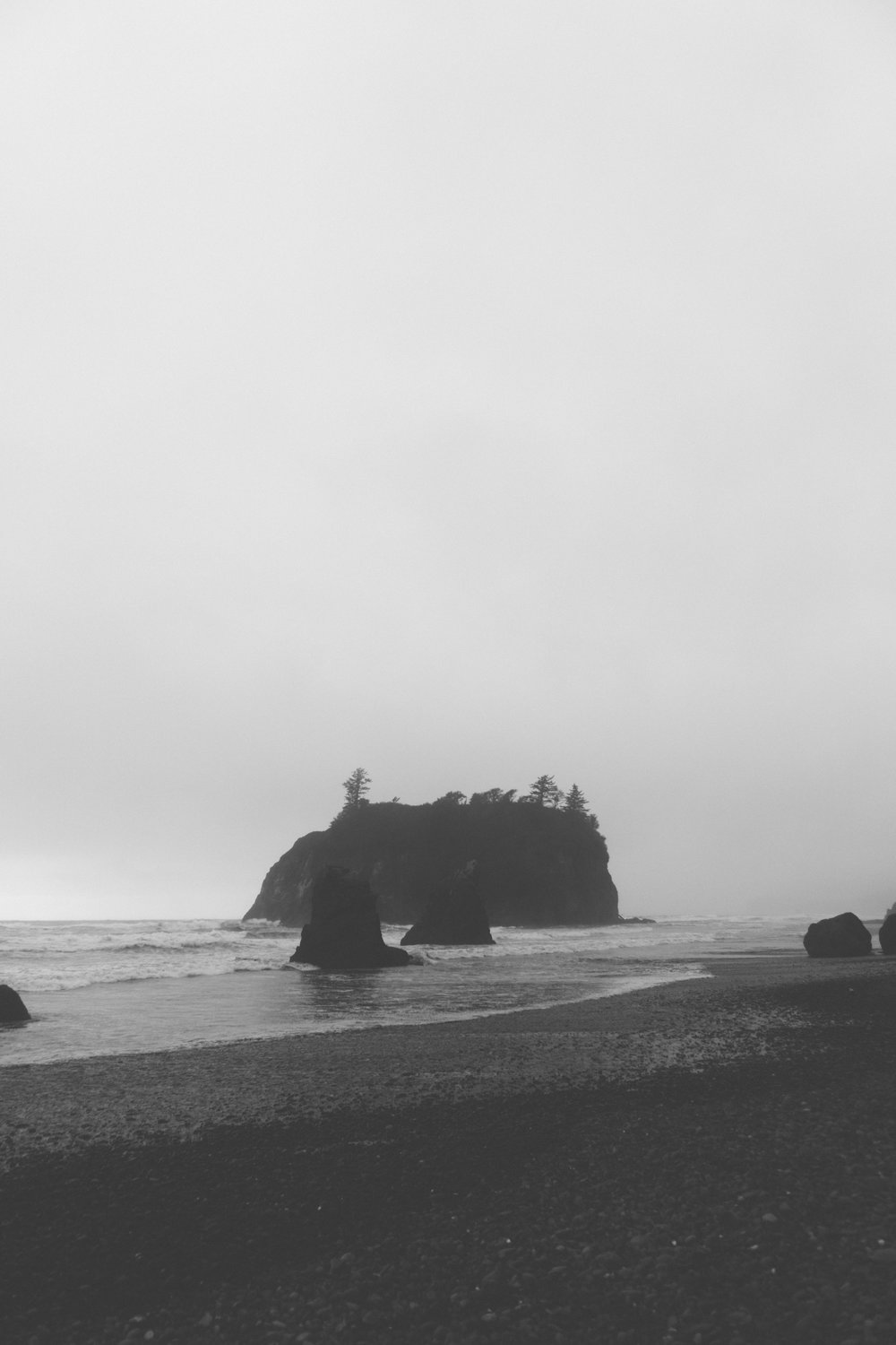 wind on ruby beach - b+w