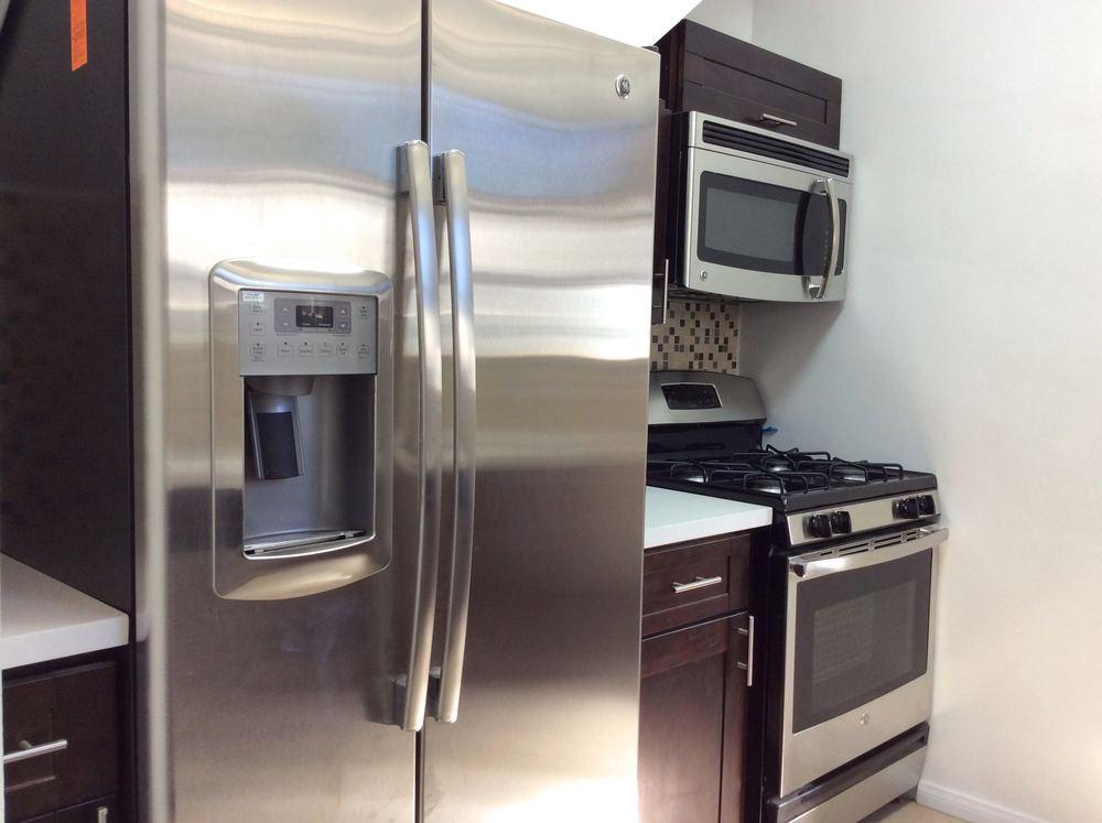 1515 Hayworth Kitchen 1.jpg