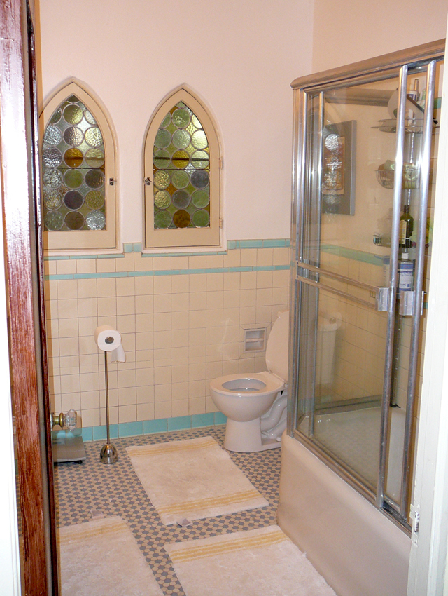 1515 Hayworth Bath 1.jpg