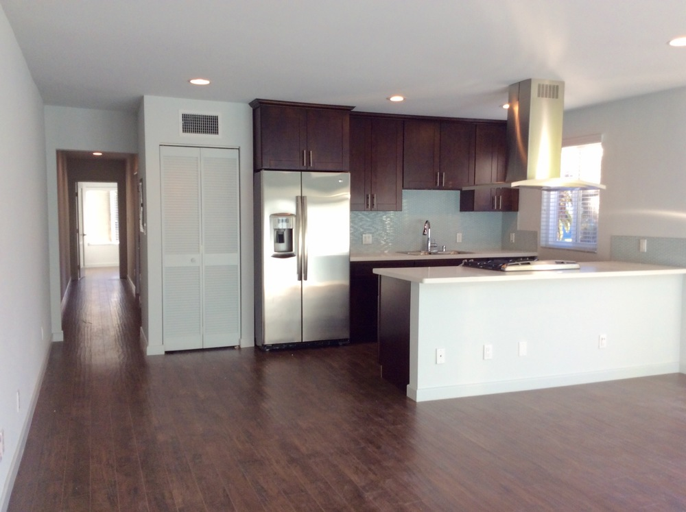 6 Hillcrest #1 Livingroom.jpg