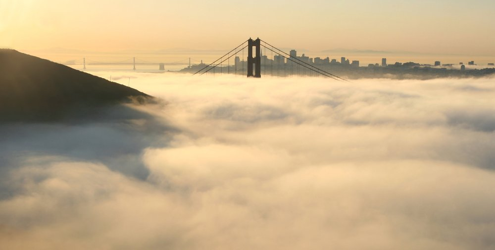 San_francisco_in_fog_with_rays.jpg