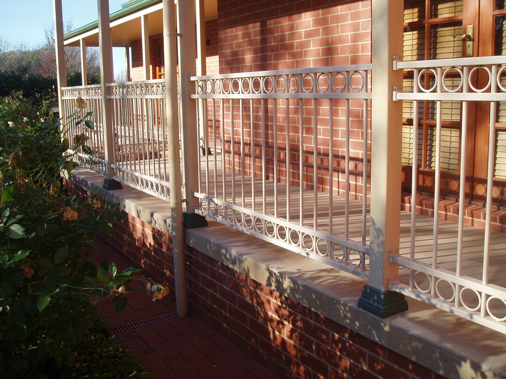 DECORATIVE FENCING & BALUSTRADES