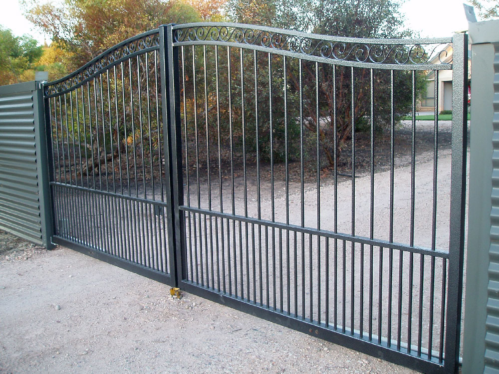automated-curved-double-gate-w-doggy-bars.jpg