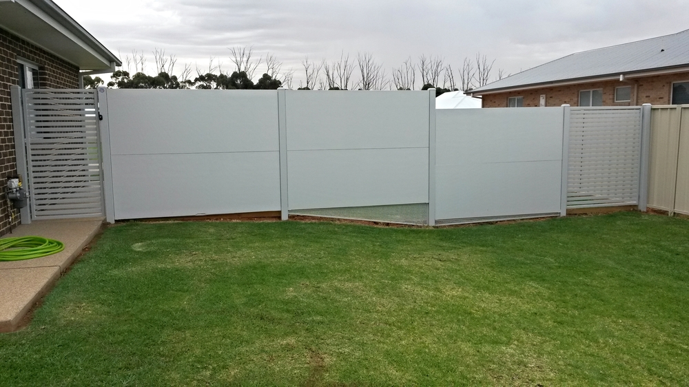 Modular wall and Horizontal picket gates.jpg