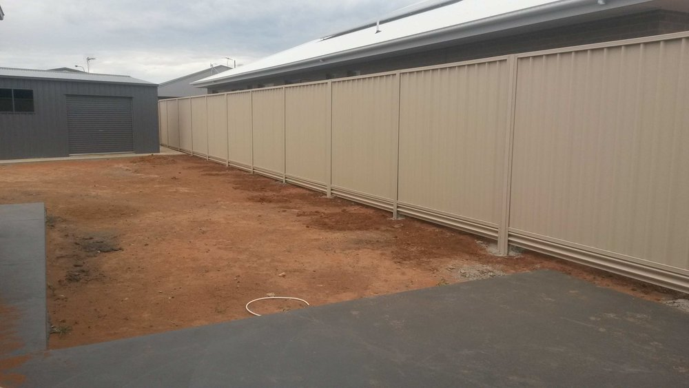 2200 Fence inc Steel Plinth.jpg