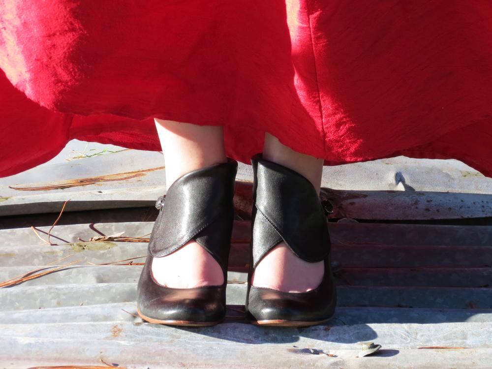 flamenco-red-dress-black-heels