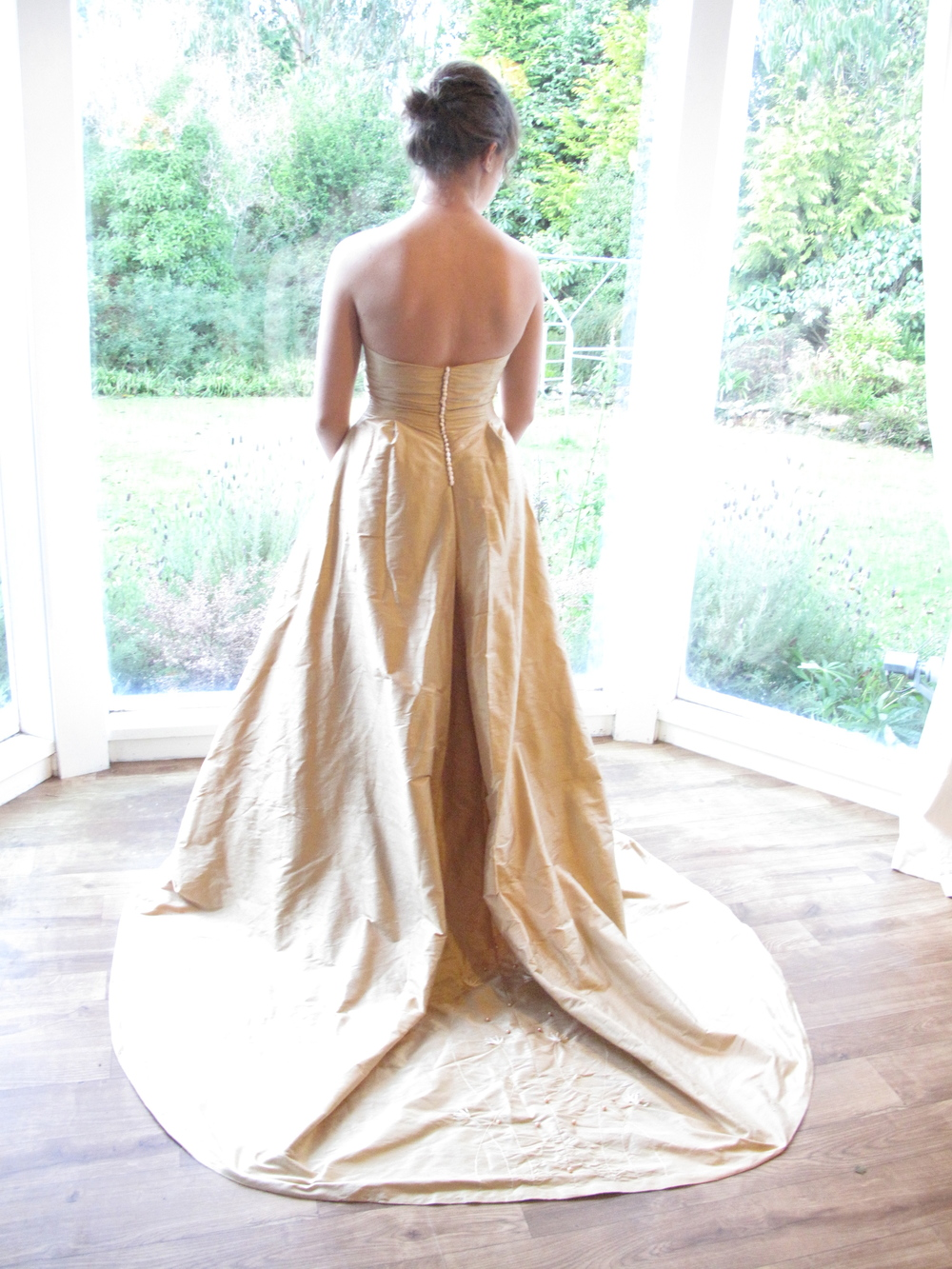 gold-wedding-dress-couture-historical