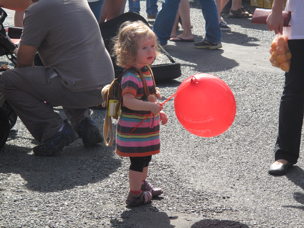 girl with a balloon at the Dunedin Farmer's Market