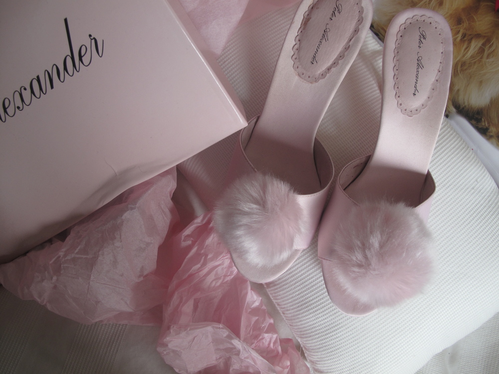 Pink marabou slippers Marilyn Monroe style