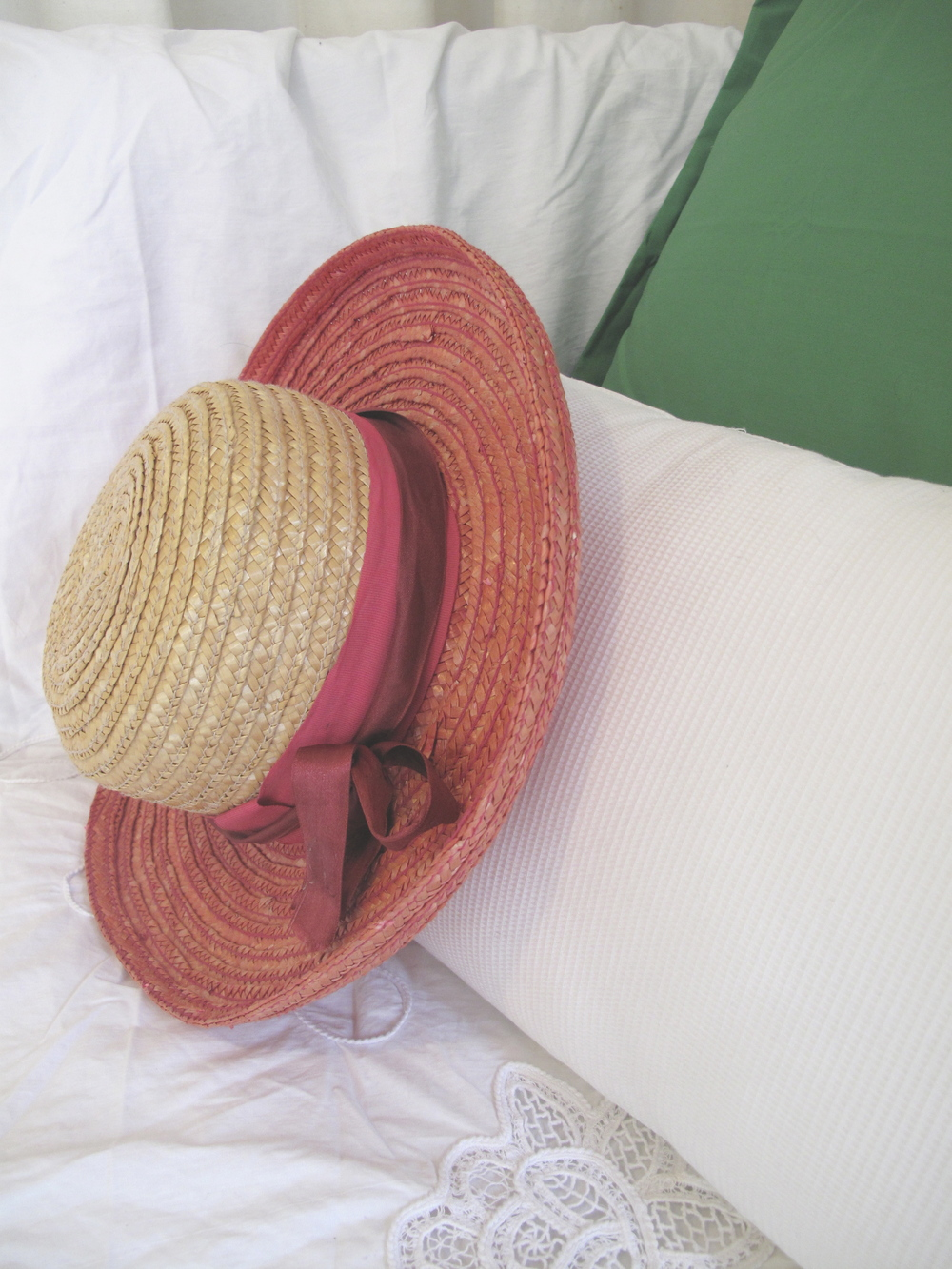 Straw hat in pink