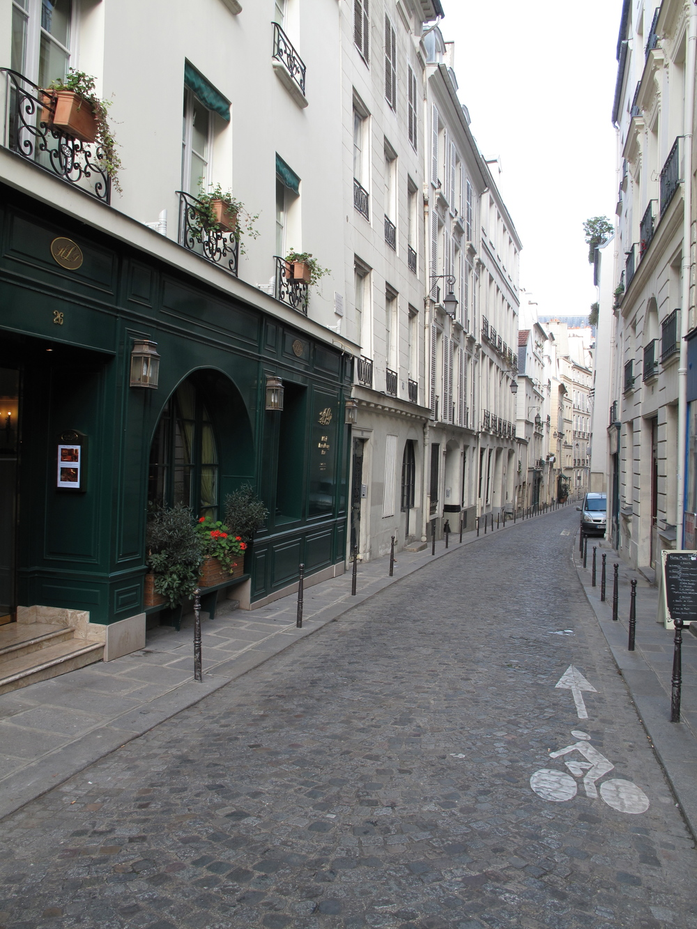 Cobbled street in the Left Bank, Paris