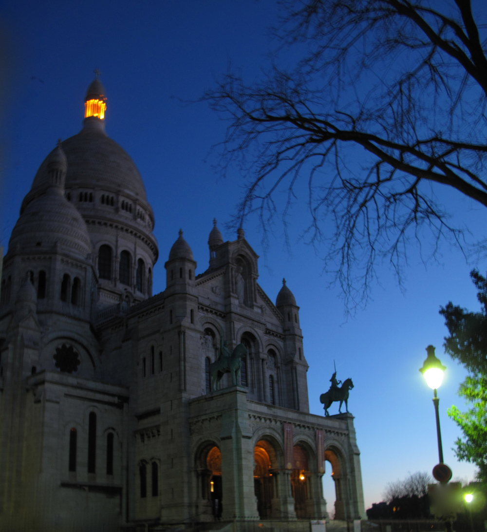 Sacrè Coeur before dawn, in the blue of the night