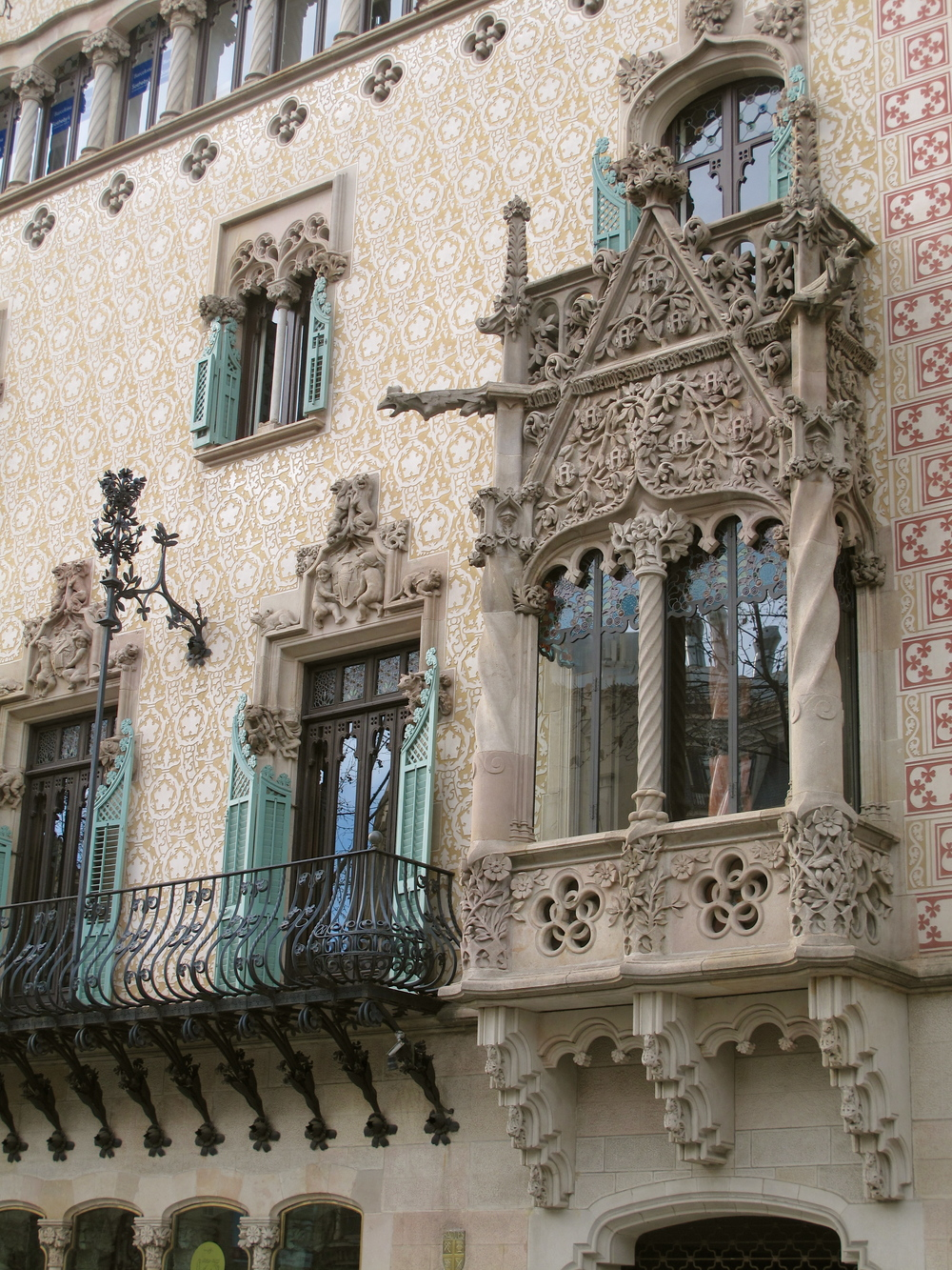 extended windows and organic detailing on stonework in Barcelona