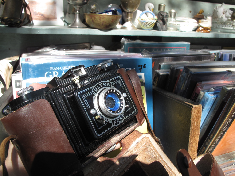 Cameras and books at a bouquiniste on the Seine