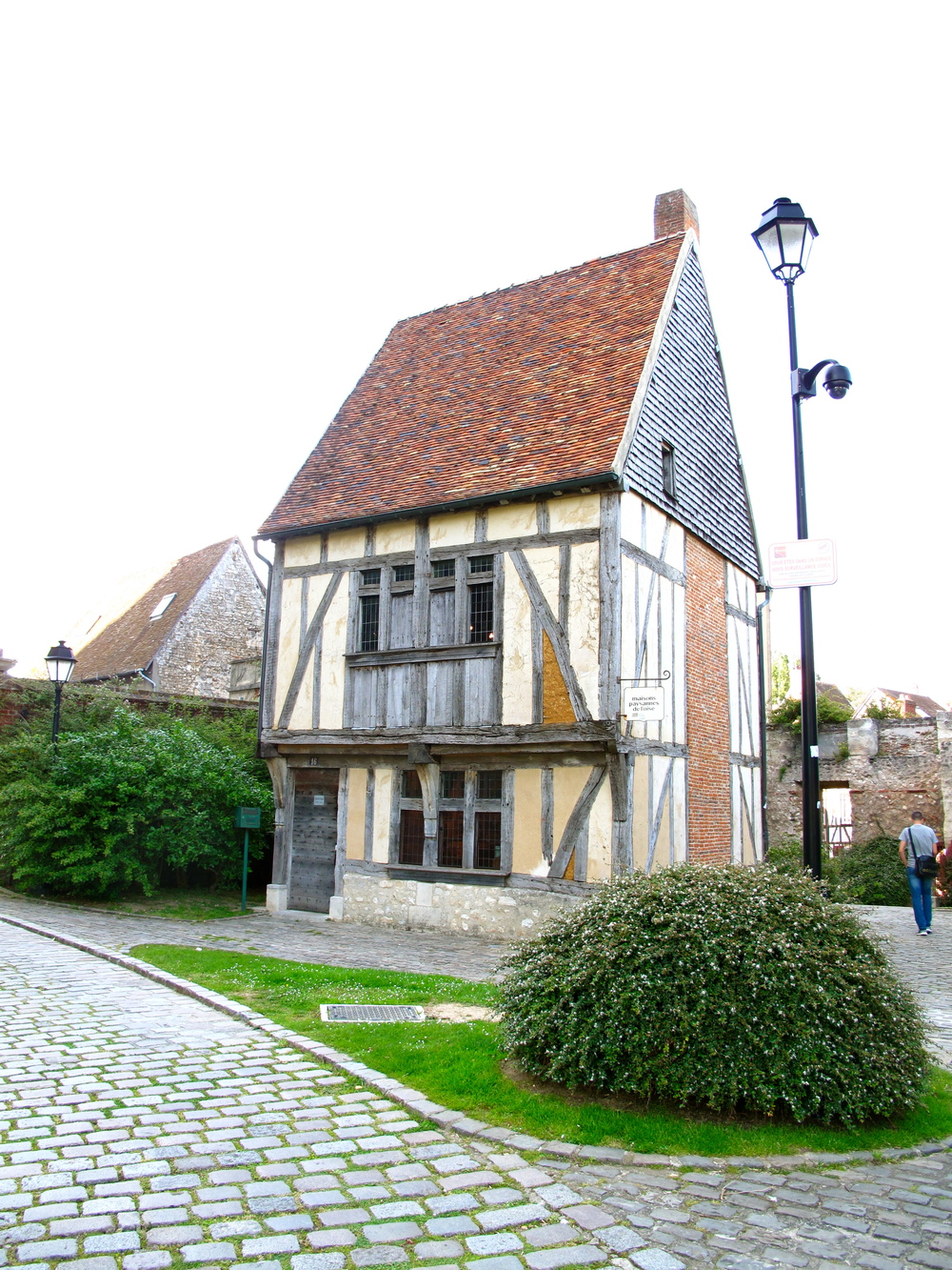 Old relocated traditionally rustic house in Beauvais centre