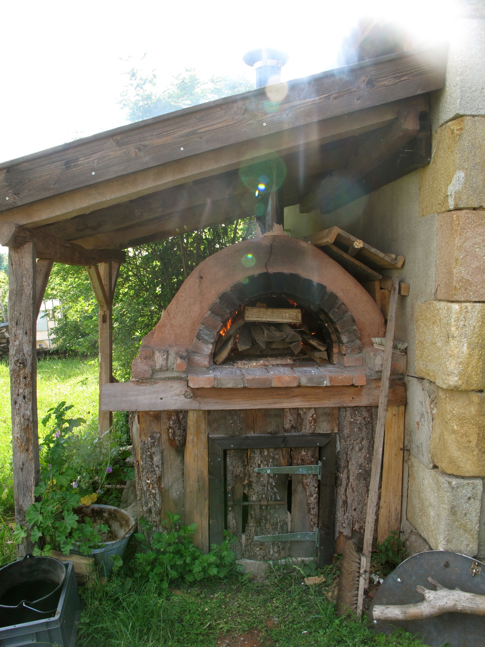Pizza oven at Brenazet - made of cob